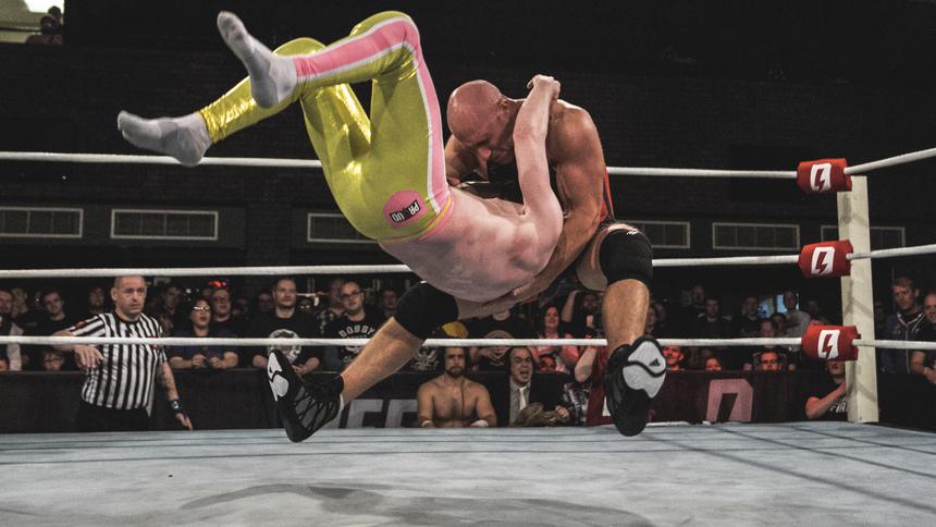 Simon Miller Makes Pro Wrestling Debut